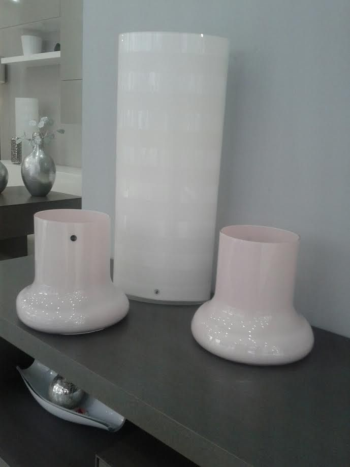 NUDE PALE VASES